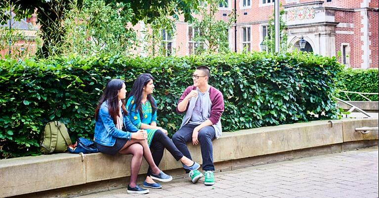 How to make friends while studying abroad